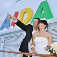 Novomanželé na lodi