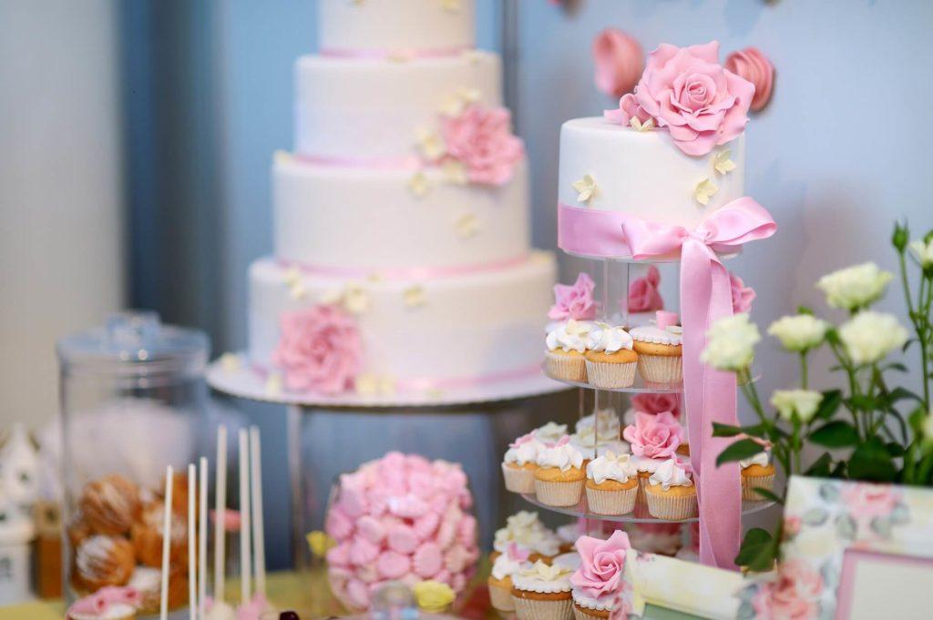 Svatební dort a cupcakes