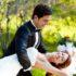 Novomanželé v parku květen