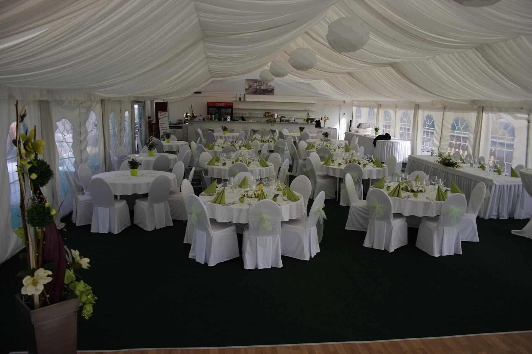 Svatební hostina do zelena