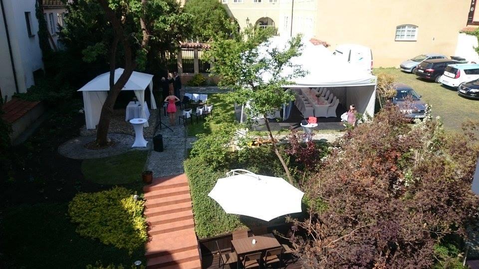 Santini Garden zahrada a parkoviště