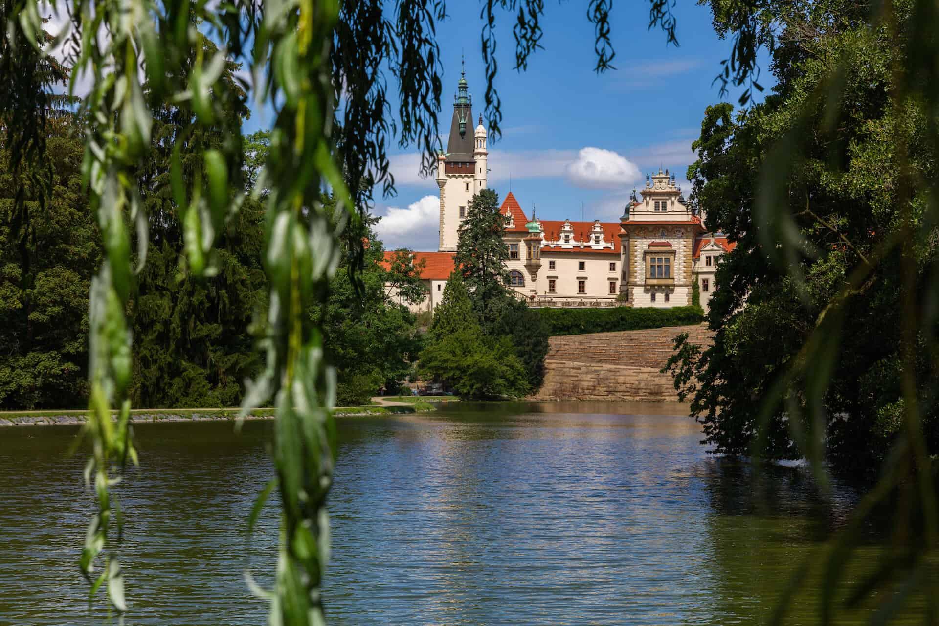 Zámek Průhonice - romantický pohled z parku