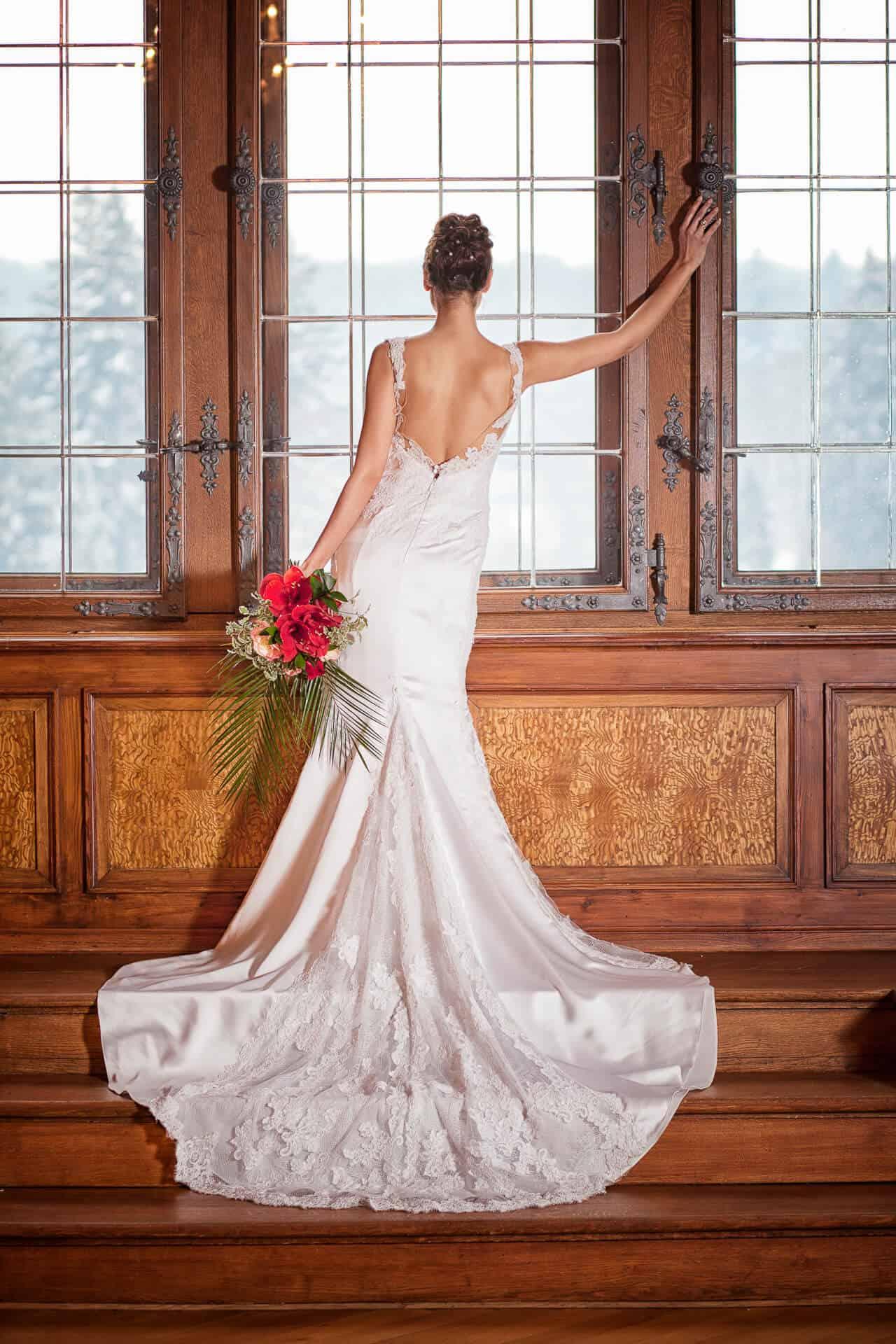 Zámek Průhonice - nevěsta v Rytířském sálu u okna