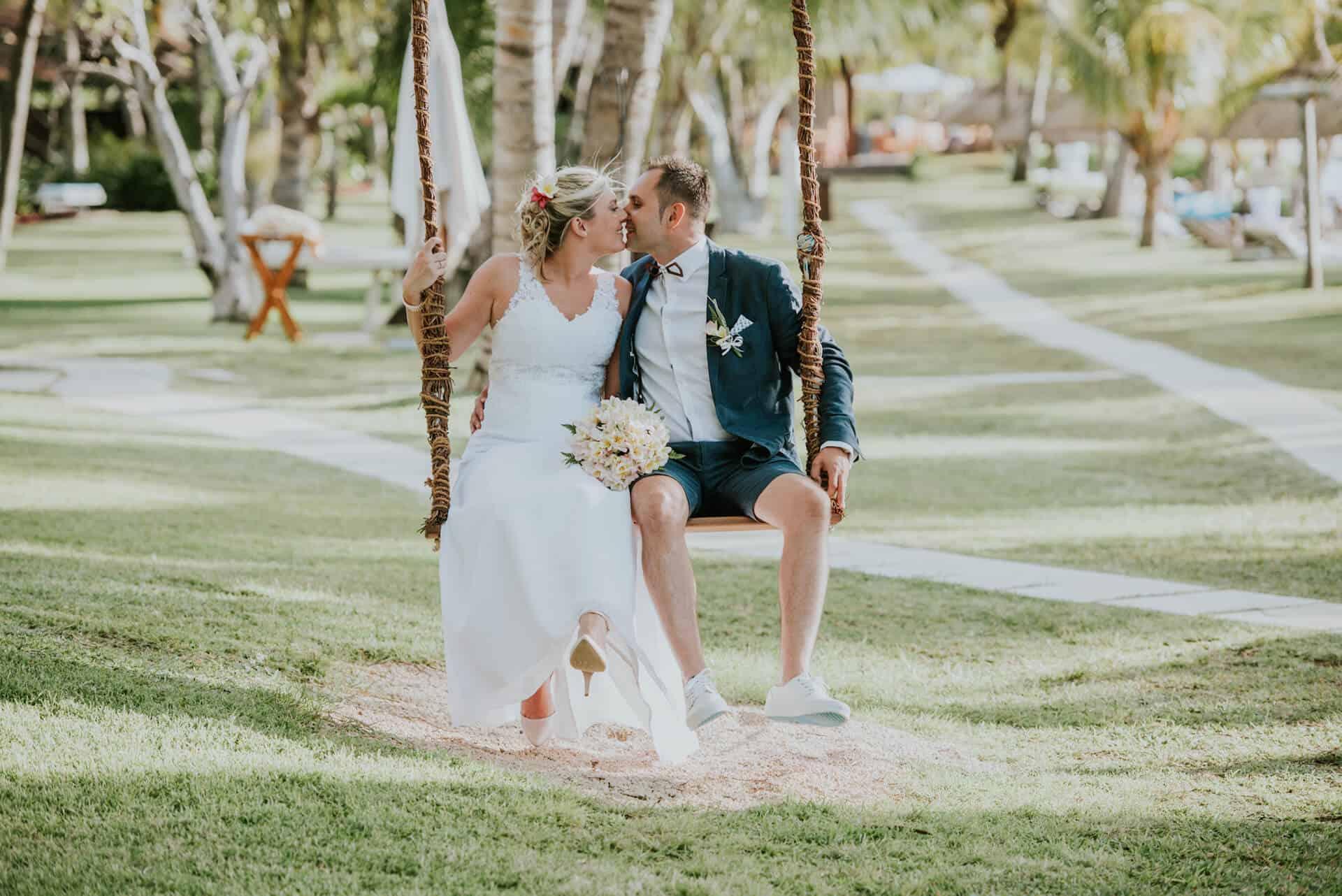 Deluxea novomanželé na houpačce