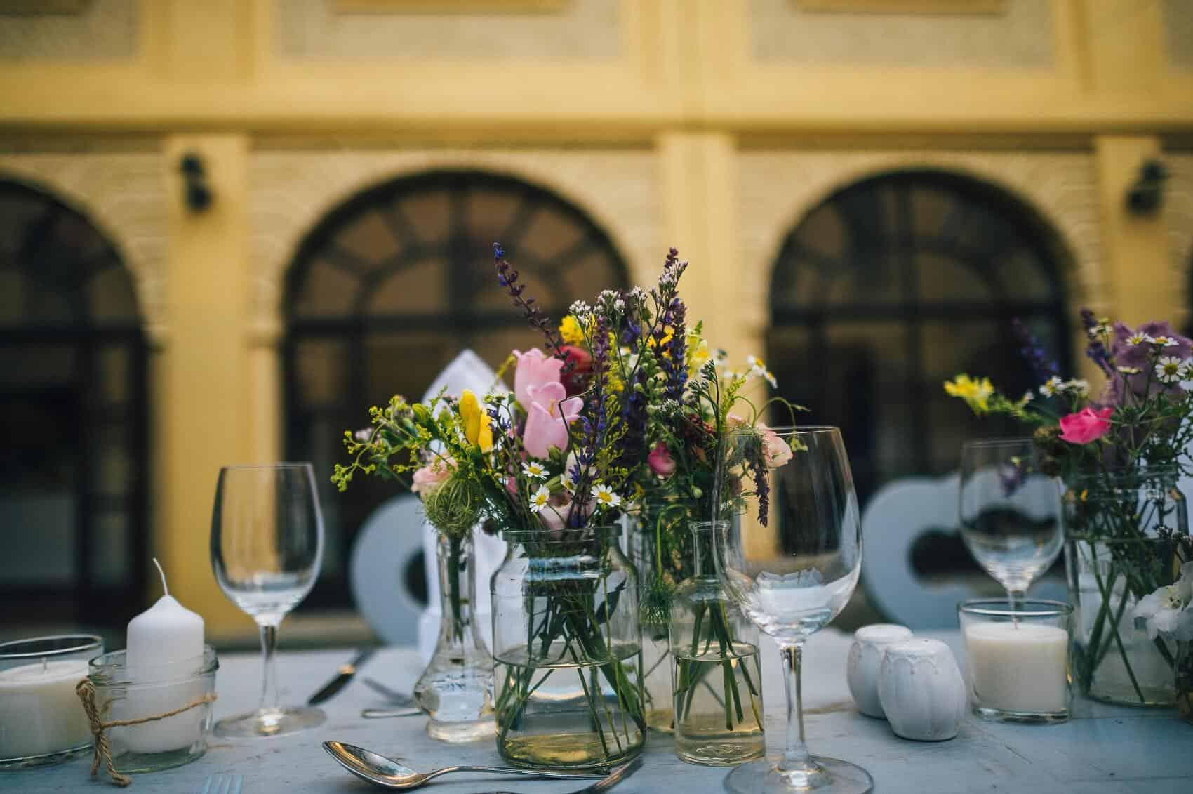 Výzdoba svatební tabule Zámek Hostačov