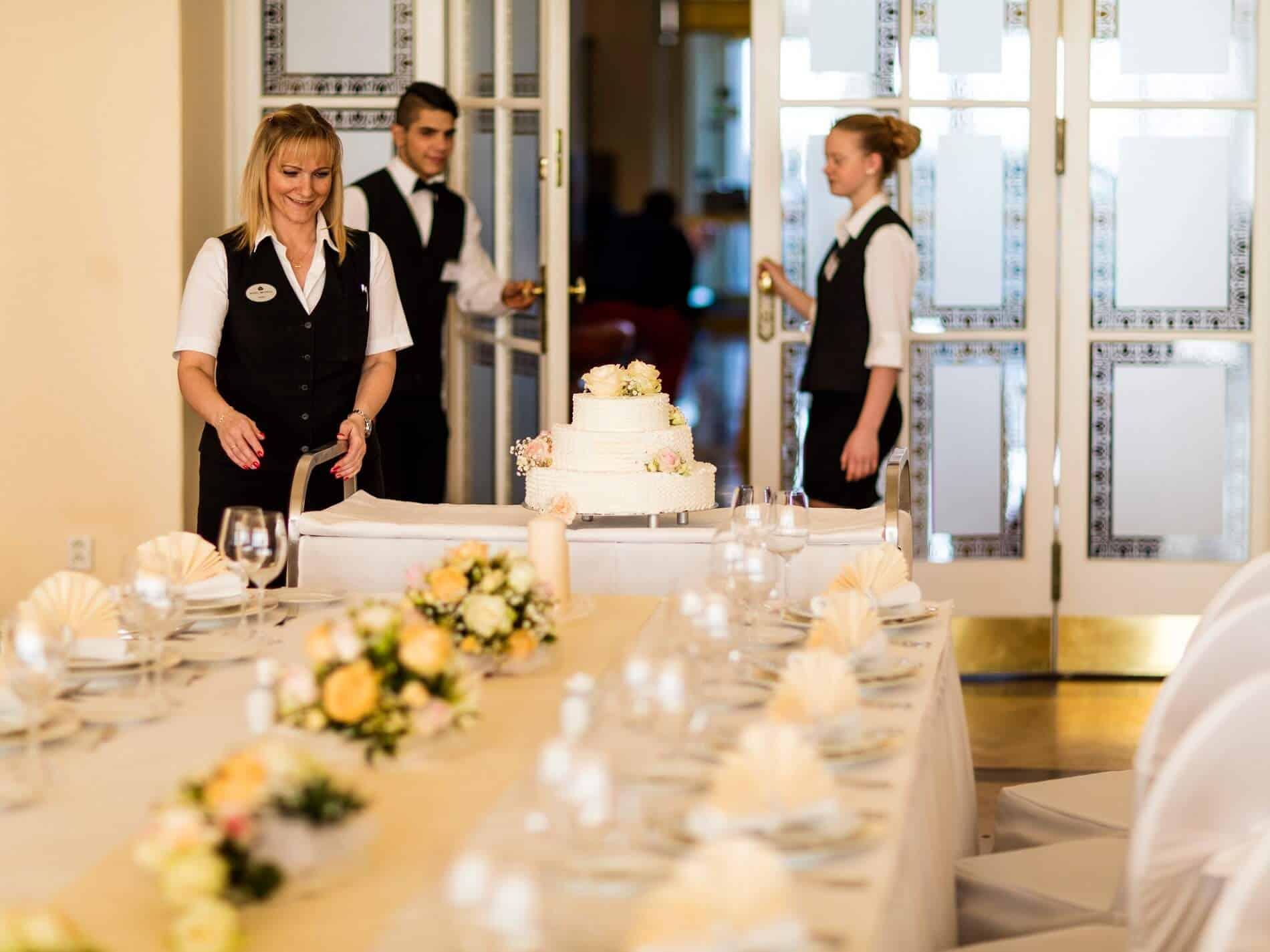Imperial - svatební hostina výzdoba