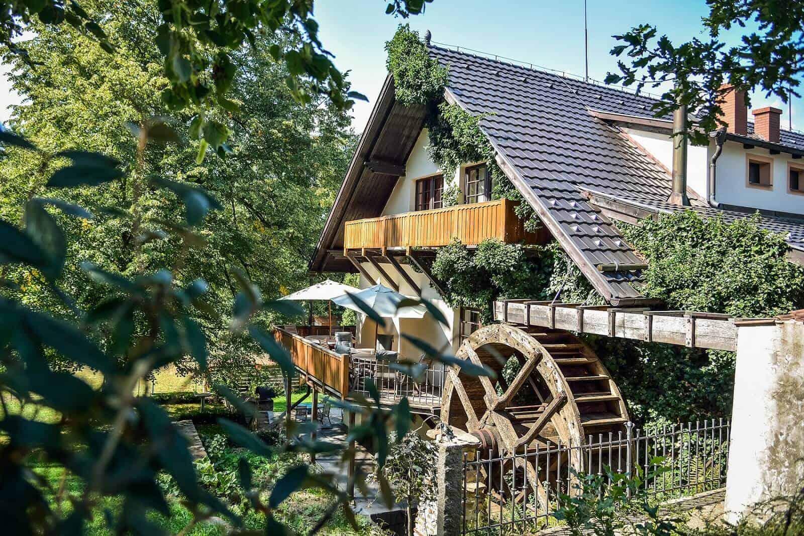 Klokočkův mlýn - pohled na mlýnské kolo