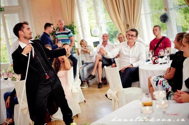 Kouzelník Martin kouzlo a svatební hosté