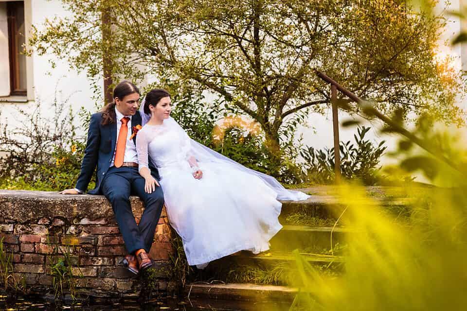 Peckův mlýn - novomanželé na chodech
