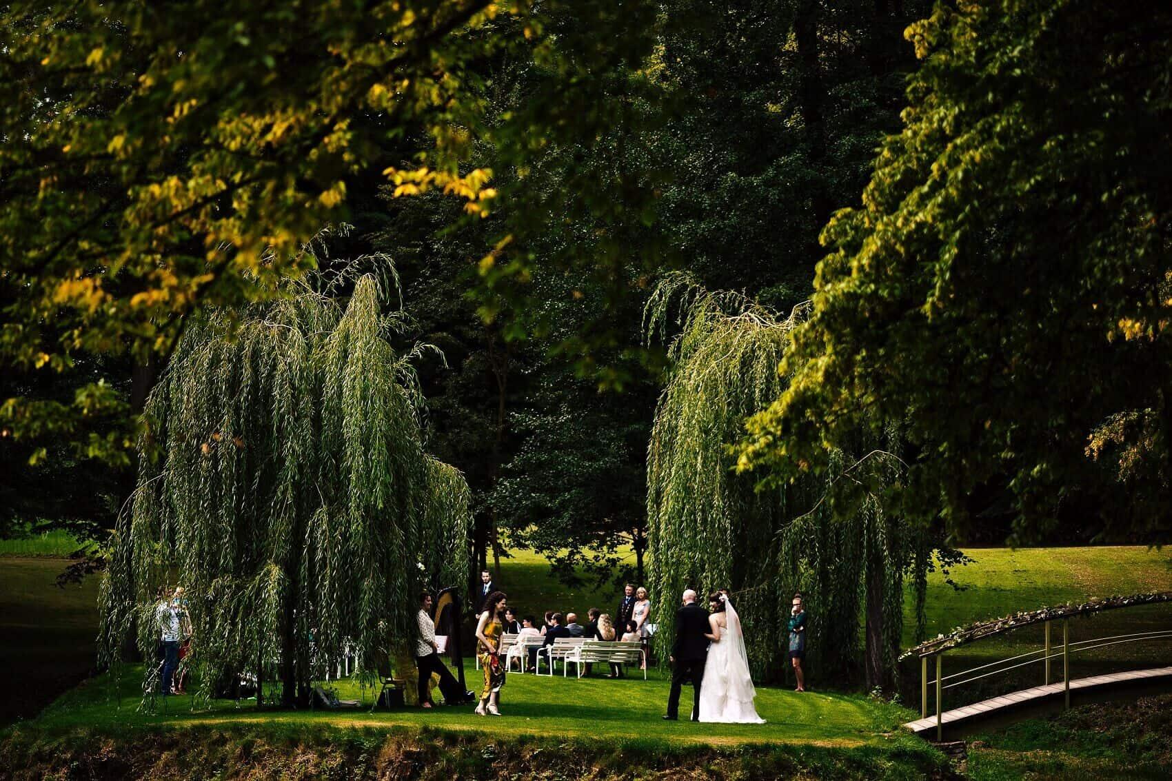 Svatební obřad v parku Zámek Hostačov