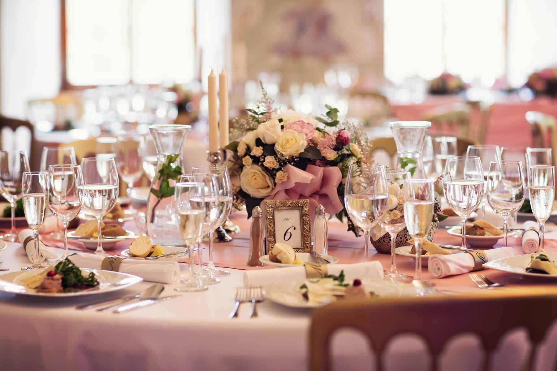 Prague Catering hostina růžová