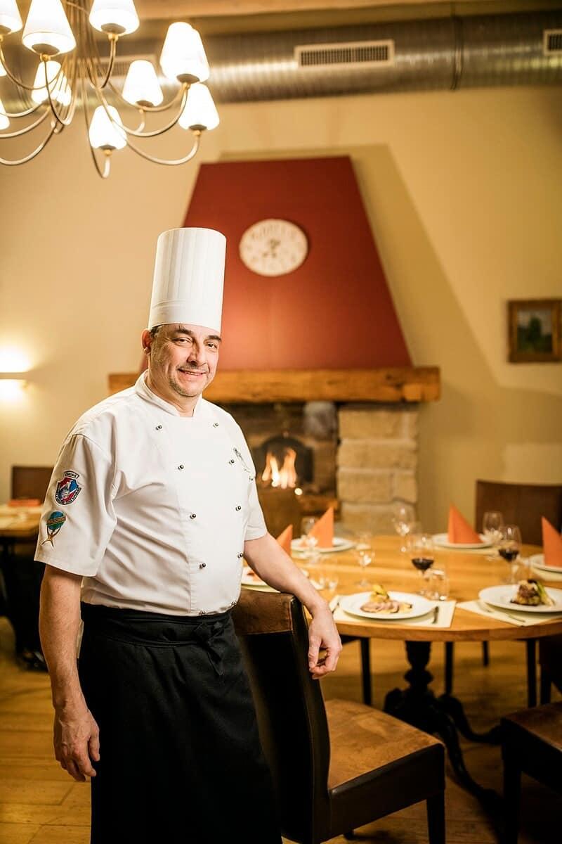 Šéfkuchař Jan Pýcha u jídla