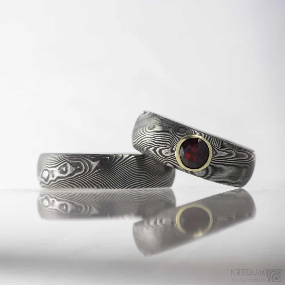 Snubni prsteny damasteel Prima a prima granat ve zlate