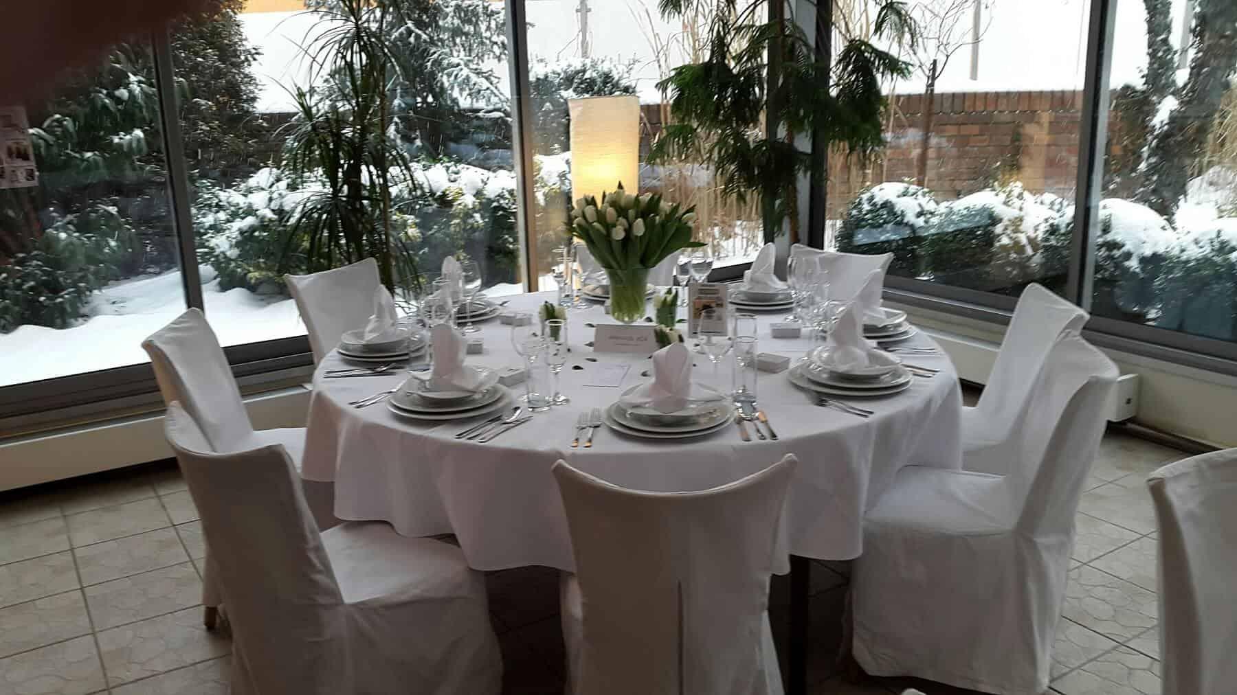 Svatební hostina bílá hotel Troja