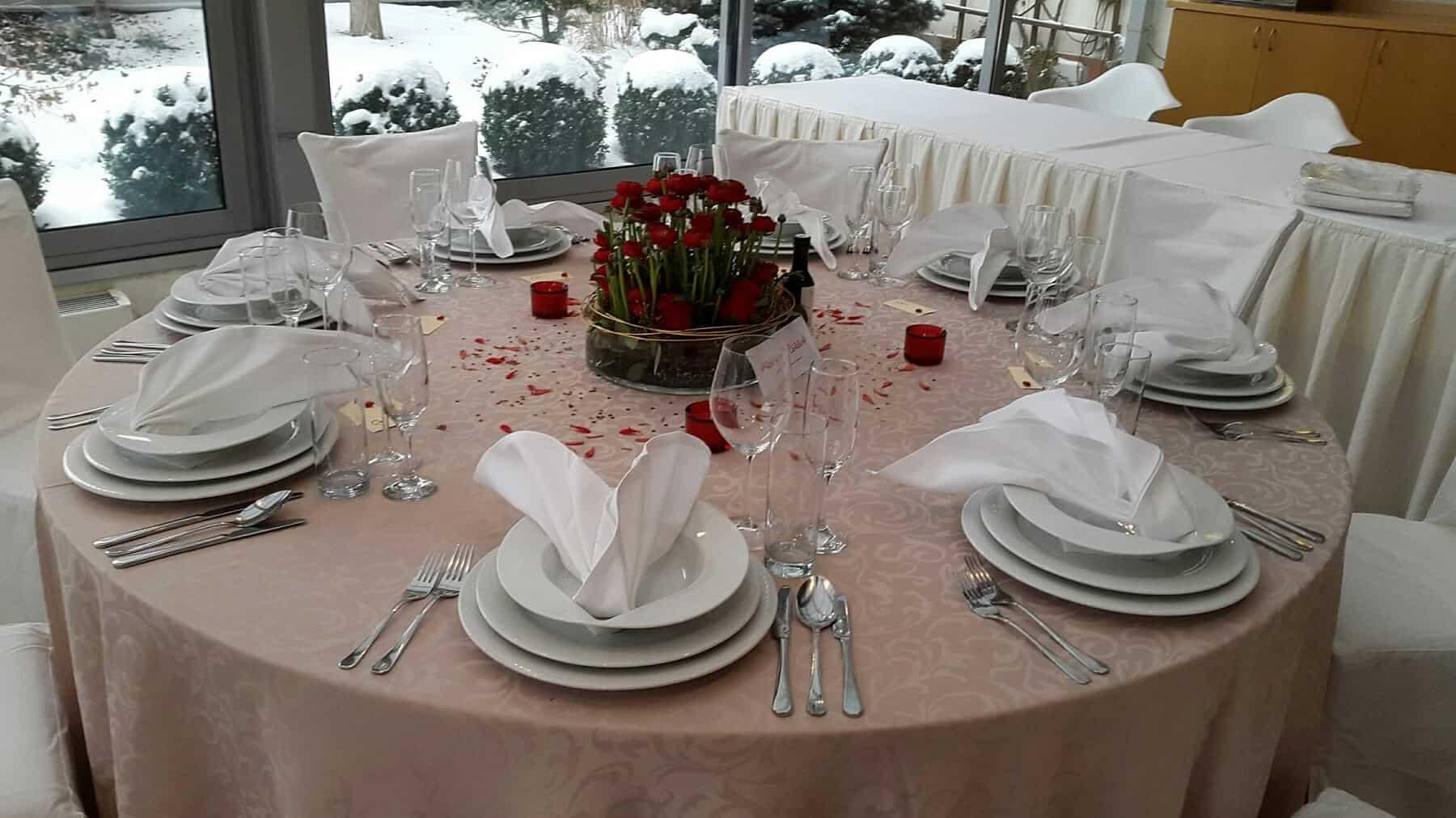 Svatební hostina s růžemi hotel Troja