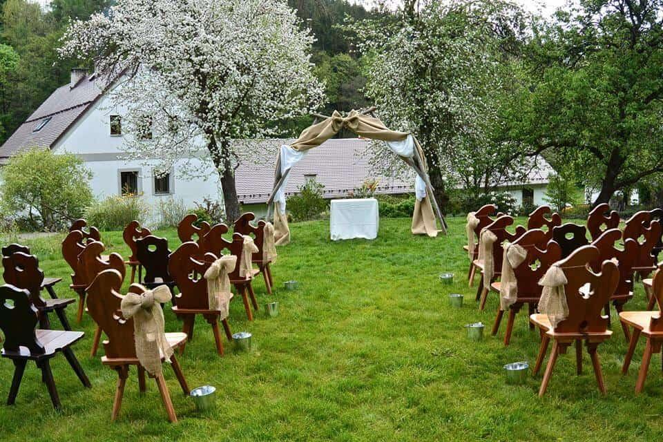 Svatební obřad venku - Peckův mlýn