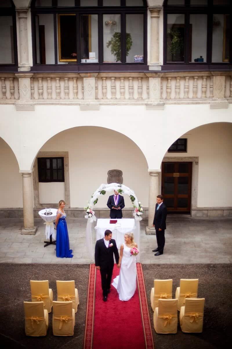 Zámek Třešť svatební obřad na nádvoří