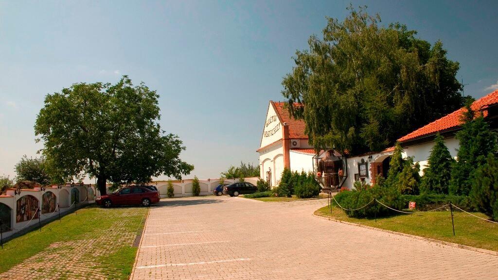 Golemův restaurant - pohled na parkoviště