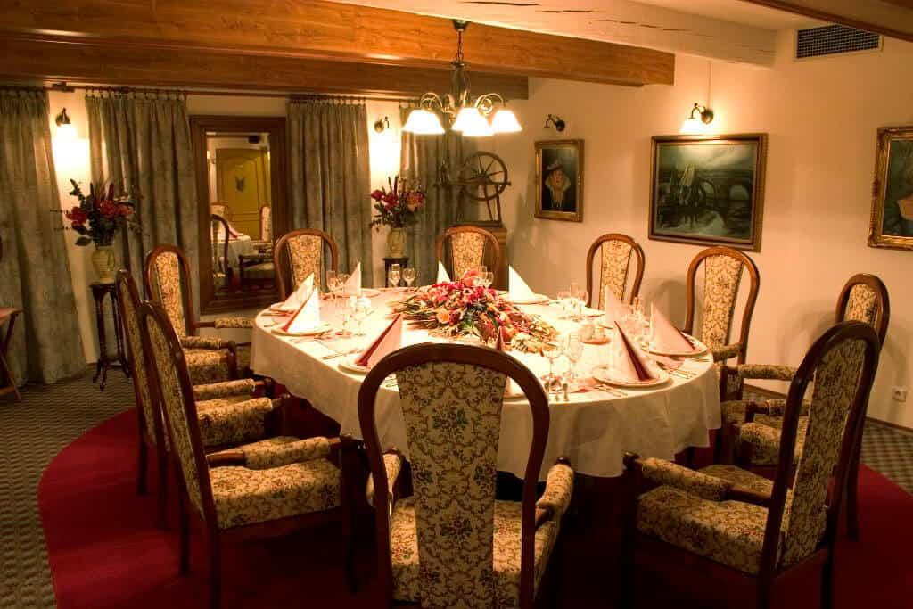 Golemův restaurant - malý salonek v 1.patře