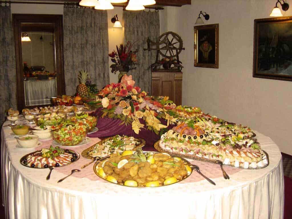 Golemův restaurant - rautový stůl