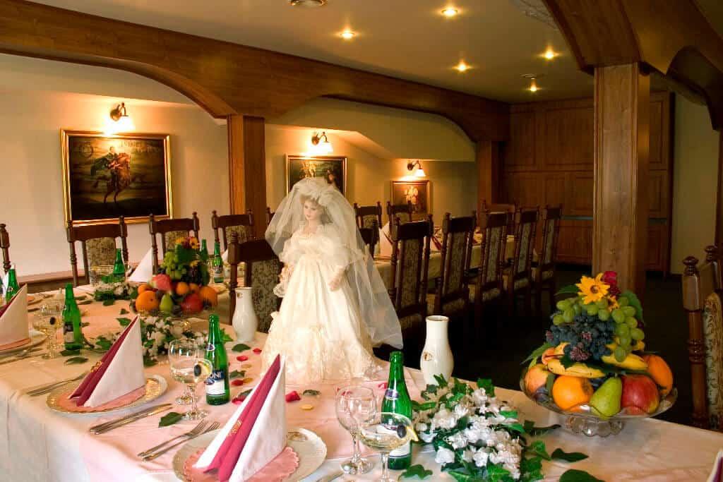 Golemův restaurant - svatební tabule s nevěstou