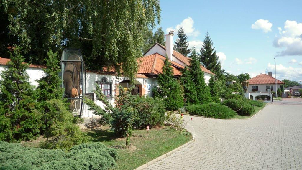 Golemův restaurant - pohled z parkoviště