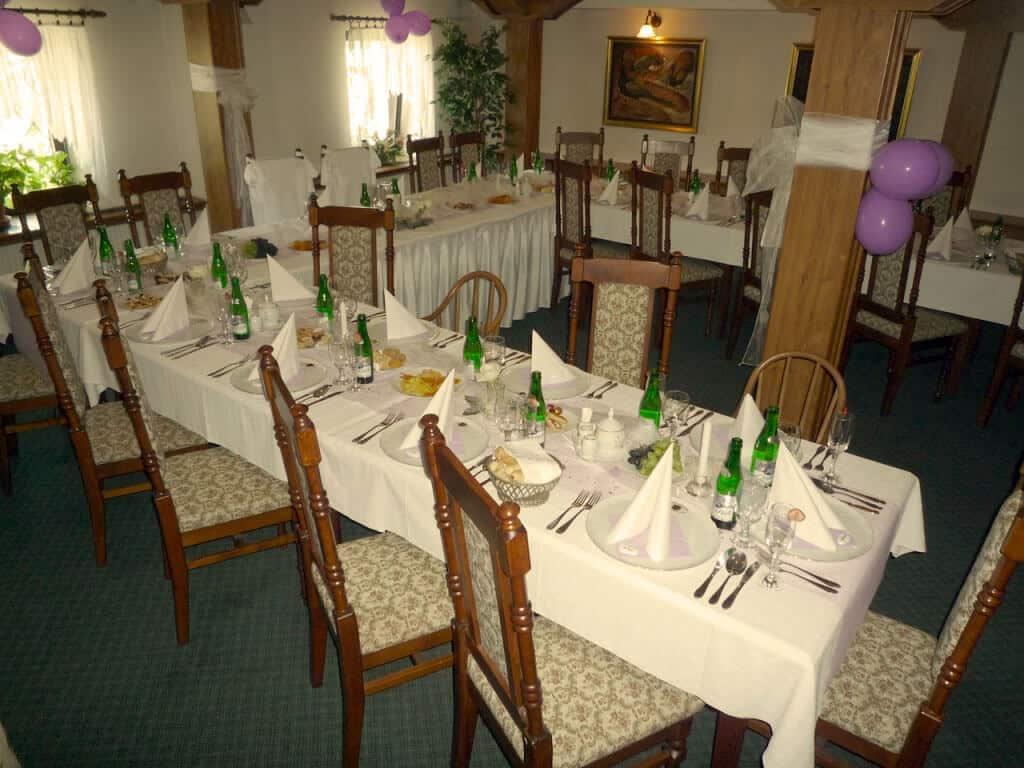 Golemův restaurant - svatební tabule v salonku