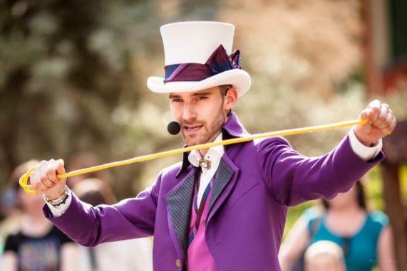 Martin Kellman - VasKouzelnik.cz, fialový oblek