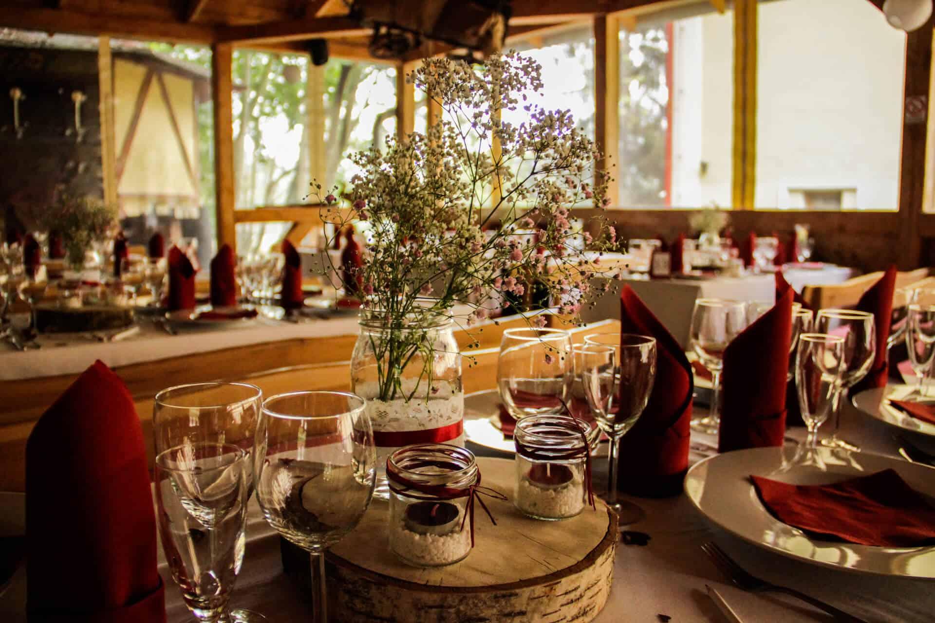 Hlubočepský zámeček - svatební stoly