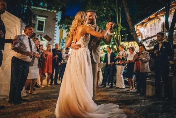 Hlubočepský zámeček - svatební tanec novomanželů