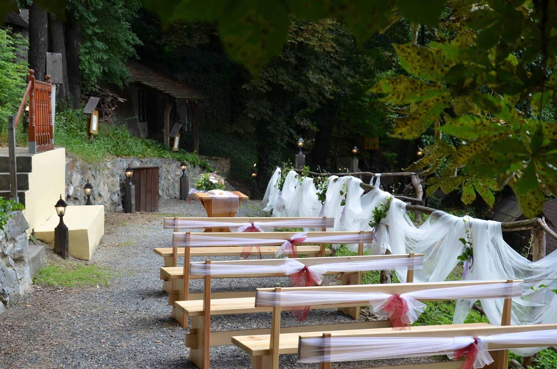 Hlubočepský zámeček - svatební venkovní obřad