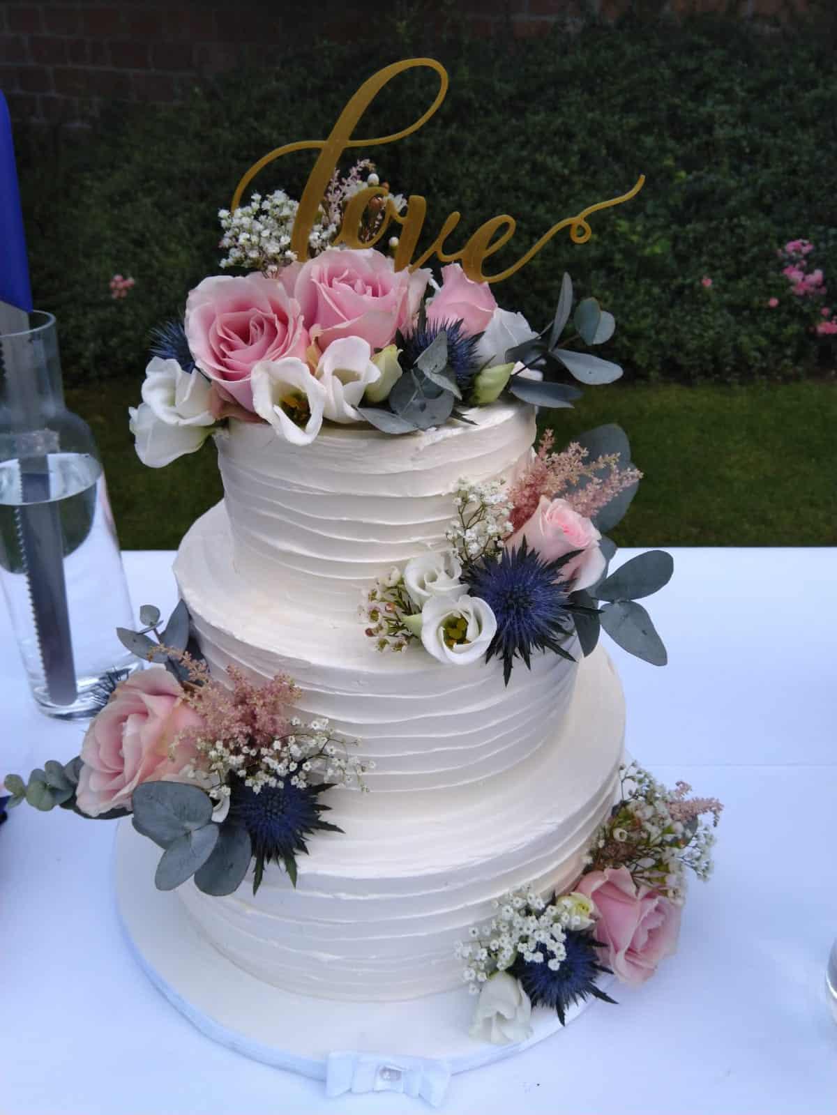 Svatební dort z cukrárny Anna Magdaléna s květy
