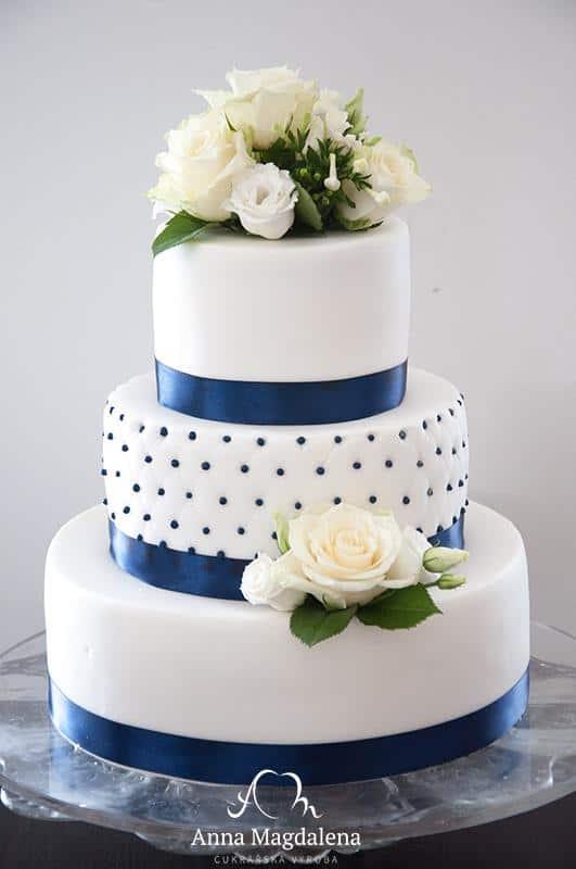 Svatební dort z cukrárny Anna Magdaléna živé květy