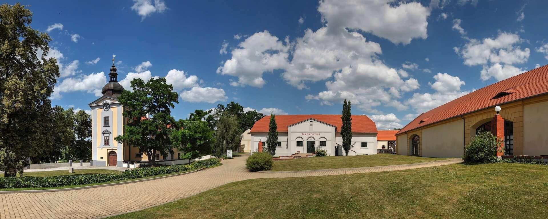 Zámecký areál Ctěnice - úvodní foto
