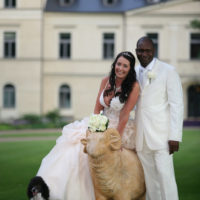 Novomanželé v parku Chateu Mcely