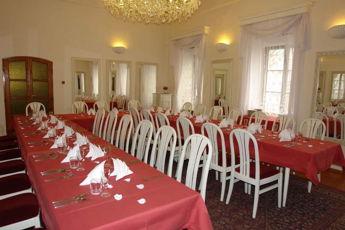 Svatební hostina na zámku Poruba