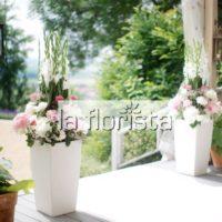 Svatební květinová dekorace venkovní
