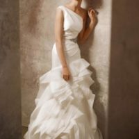 Adina svatební šaty na jedno rameno