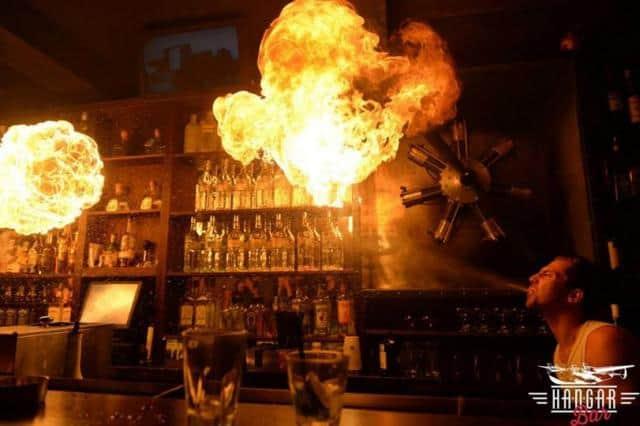 Aloha Bar ohně na baru