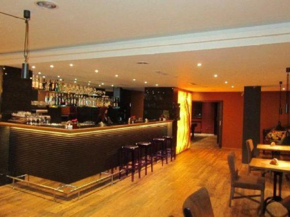 Bar pod zámkem prázdný bar