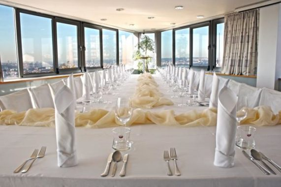 Hotel Troja svatební tabule s výhledem na Prahu