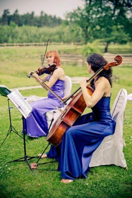 Hudba na svatbu Duo, trio a kvartet houslistky v modrém