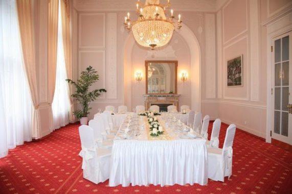 Luxusní neorenesanční Hotel Imperial tabule