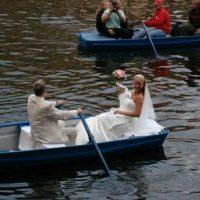 Novomanželé na loďce