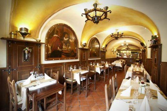 Residence U Černého Orla restaurační část s klenutým stropem