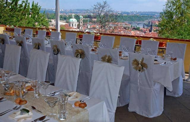 Restaurant Petřínské terasy svatební tabule s výhledem na Prahu