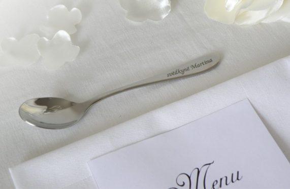 Svatební lžička se jménem hosta