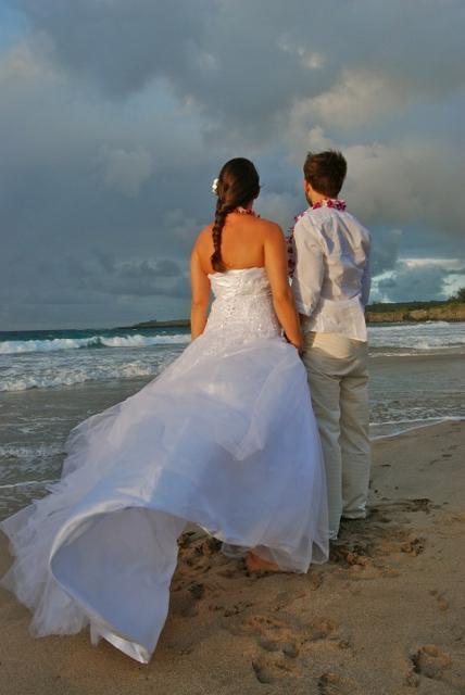 Svatba na Havaji manželé a moře