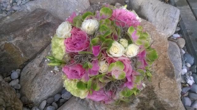 Svatební kytice z kopretinové růžová kytice