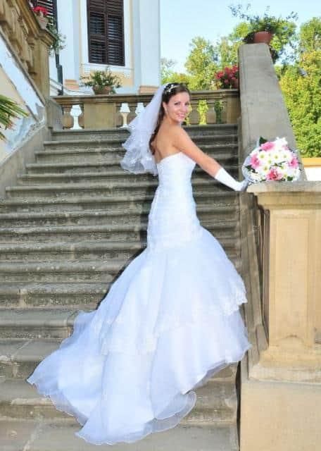 Svatební agentůra Ivana nevěsta na schodišt